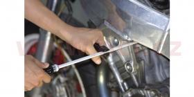 šroubovák pro nastavení motocyklových karburátorů
